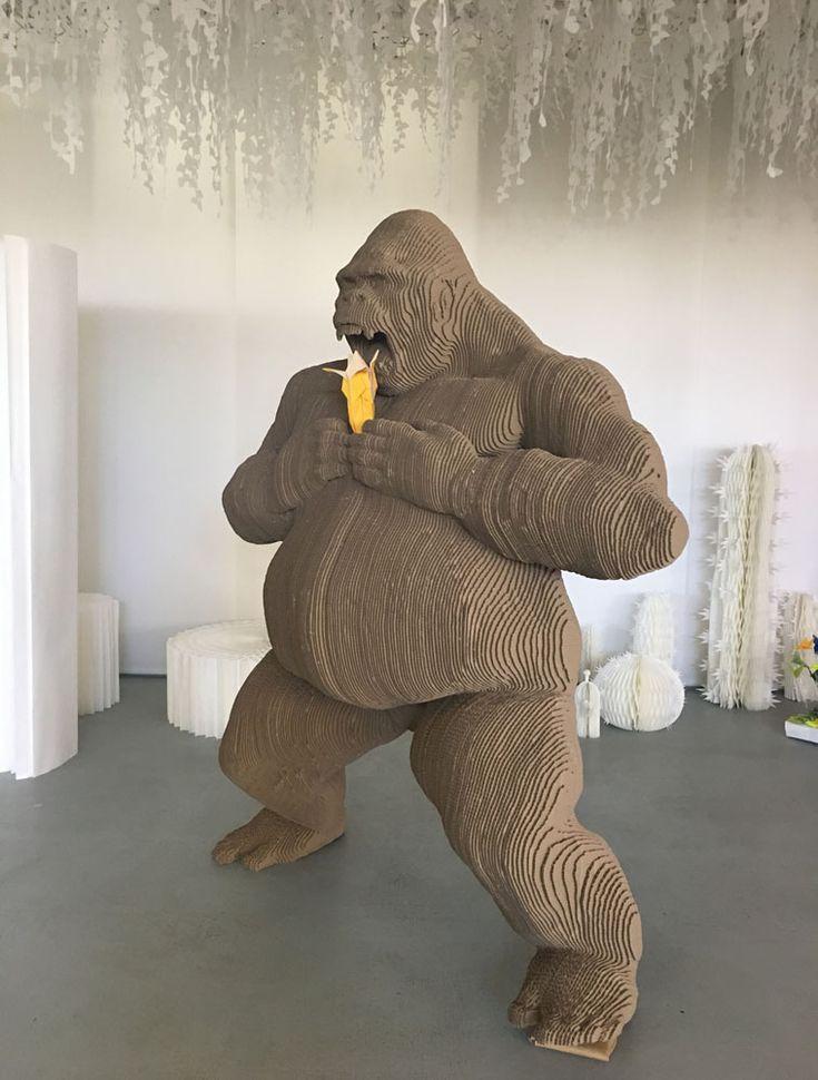 Gare au Gorille, sculpture assemblée en carton
