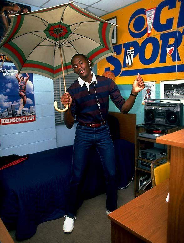Michael Jordan dans sa chambre au collège, 1983