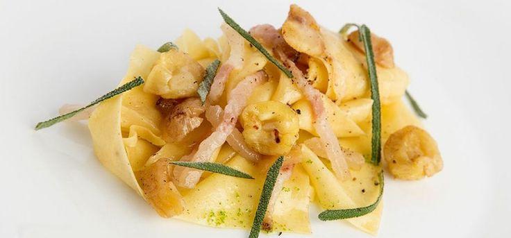 Pappardelle con lardo, castagne e grappa