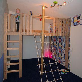 Hoogslaper op maat met stoer klimnet jongenskamer pinterest best kidsroom lofts and - Loft bed met opbergruimte ...