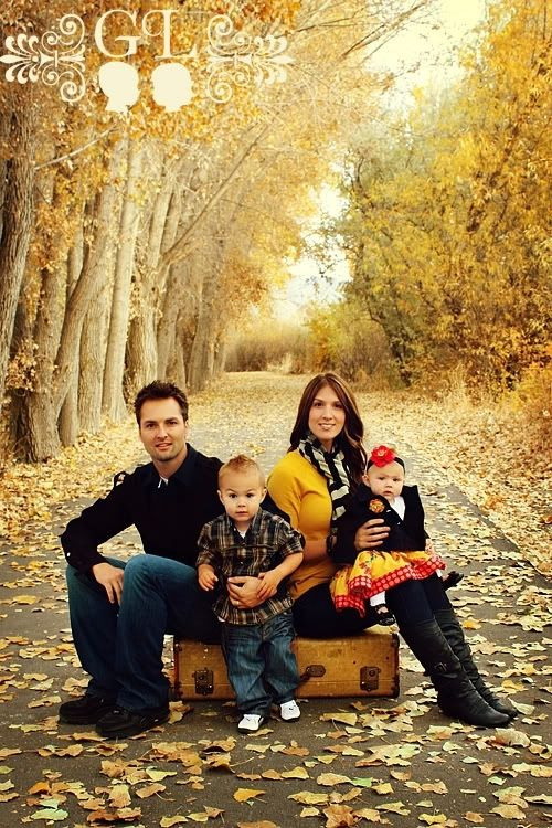 25 Best Fall Photo Ideas for Family and Kids - Craftionary