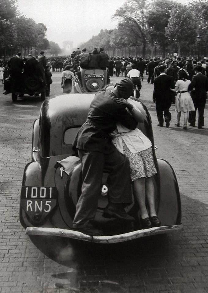 La libération de Paris, 1944,  Robert Doisneau.