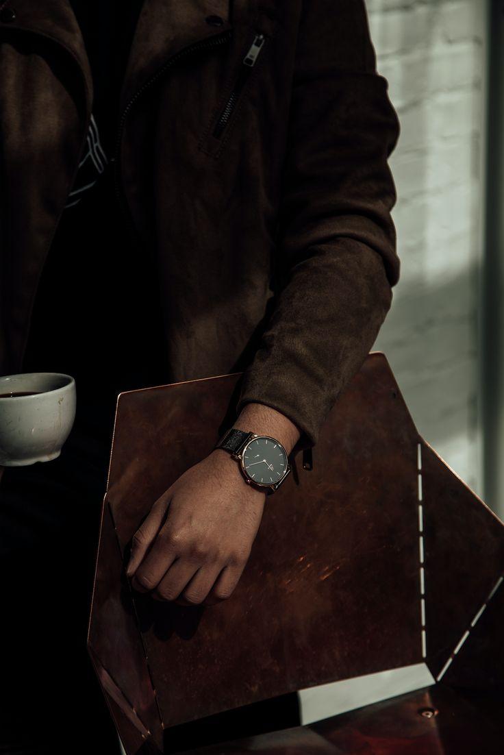 WATCH IT! Magazine X Medium  On his wrist: MED-SUM302