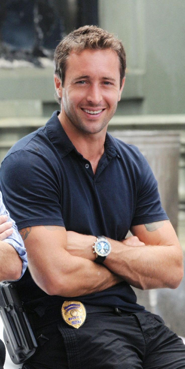 ♥♥♥  One of my favorite photos of Alex O'Loughlin ... I still remember how happy it made me  ...