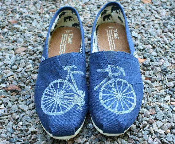 Bike TOMS Shoes di themattbutler su Etsy, $79.00