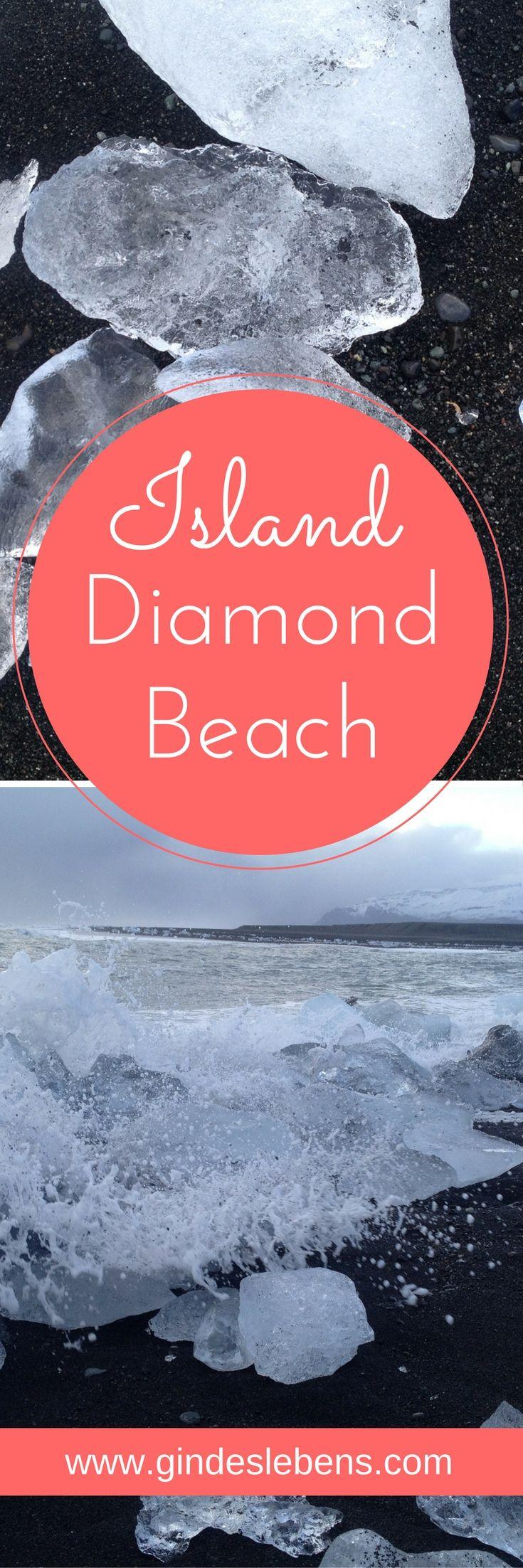 Kennt ihr den Diamond Beach an Islands Südküste? Eisblöcke der Jökulsárlón Gletscherlagune werden durch Ebbe und Flut angespült und glitzern in der Sonne wie Diamanten am schwarzen Sand.
