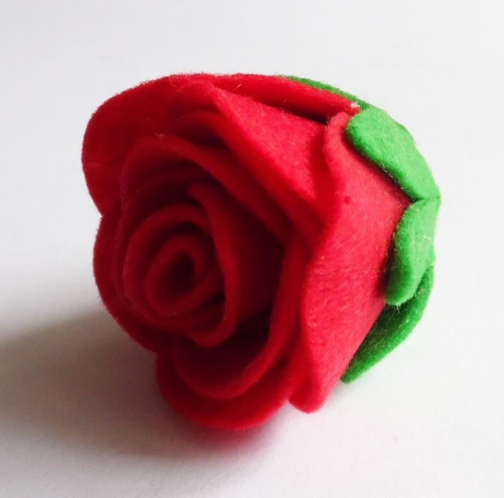 Cómo hacer rosas de fieltro | Manualidades                                                                                                                                                                                 Más