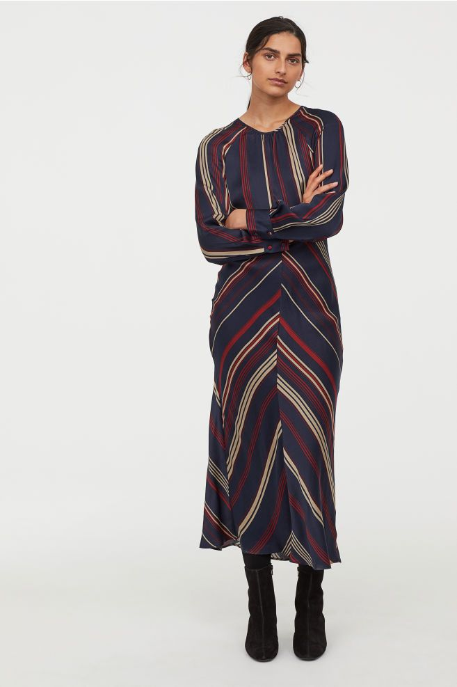 ae557e3f5 Mønstret kjole   ønsker   Kjole, Mørkeblå og Knapper