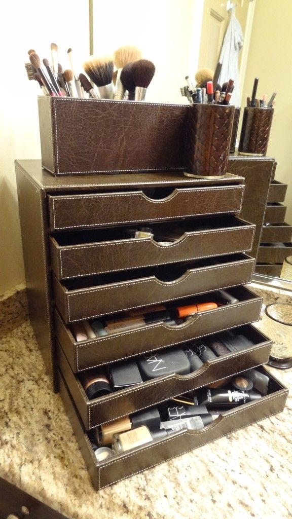 make up organizer!!