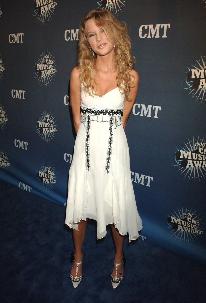 Old Red Carpet Pictures of Celebrities   POPSUGAR Fashion: Taylor Swift