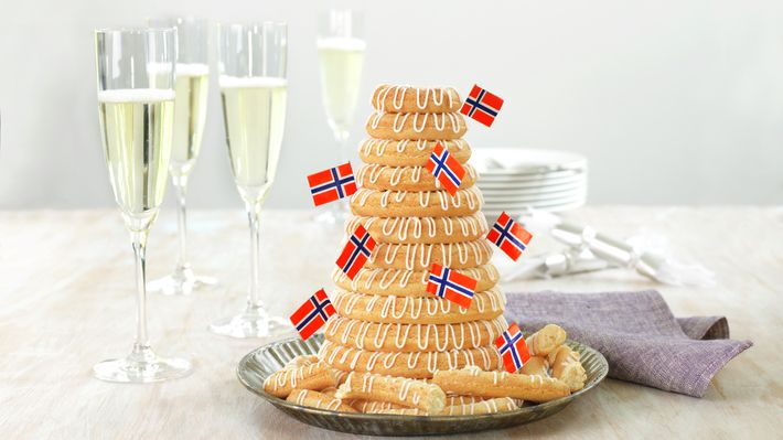 Kransekaka er kanskje Norges festkake nr. 1, og har en naturlig plass på kakebordet enten det er snakk om jul, barnedåp, konfirmasjon, bryllup, jubileum eller som 17. mai-kake.