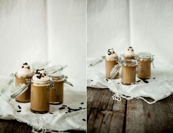 made by mary - Lakrits - & Vaniljpannacotta med Hallongrädde & Saltlakritsströssel - Licorice & Vanilla Panna Cotta & Raspberry Whipped Cream & Salty Licorice Sprinkles
