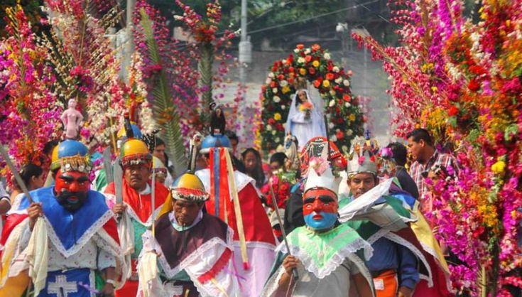 La fiesta de las ¨Flores y las Palmas¨ es celebrada cada año, el primer fin de semana del mes de mayo, coincidiendo con la llegada del invierno. El festejo es una mezcla de celebración cristiana católica y costumbres precolombinas, en el municipio de Panchimalco, al sur de San Salvador. Fotos D1: Frederick Meza