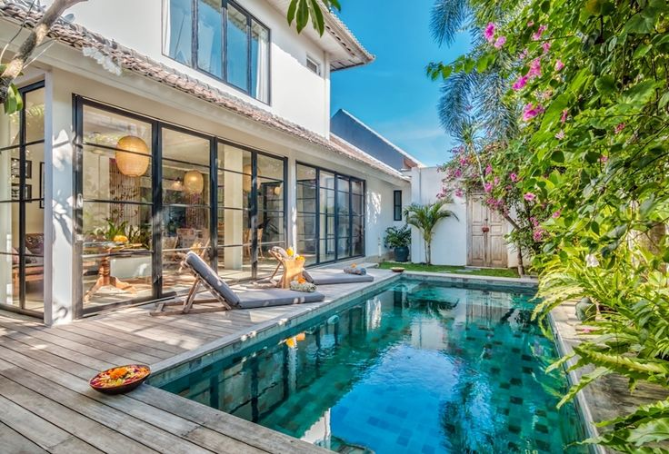 Private villa, 3 bedrooms (sleeps up to 5 people), private swimming pool, strategic location in Oberoi, Seminyak Villa Pippa is a beautiful villa perfectly located in the