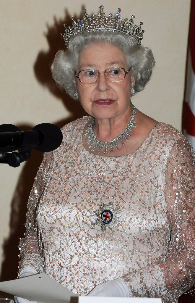 Queen Elizabeth II Photos Photos - Royal Trip: Commonwealth Heads Of Government Meeting: Uganda - Day 2 - Zimbio