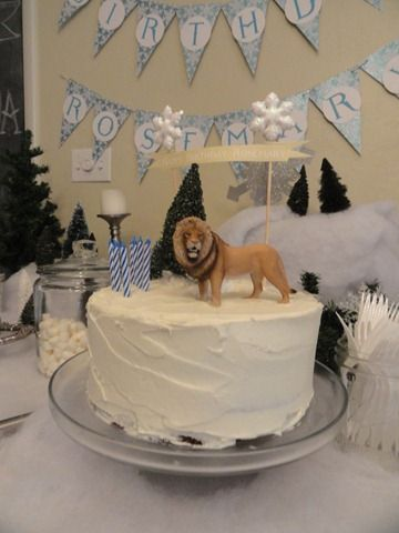 Narnia birthday cake with Schleich lion and printed banner