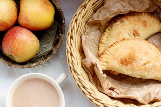 Яблочные пирожки от Александра Селезнева, рецепт приготовления - Портал «Домашний»
