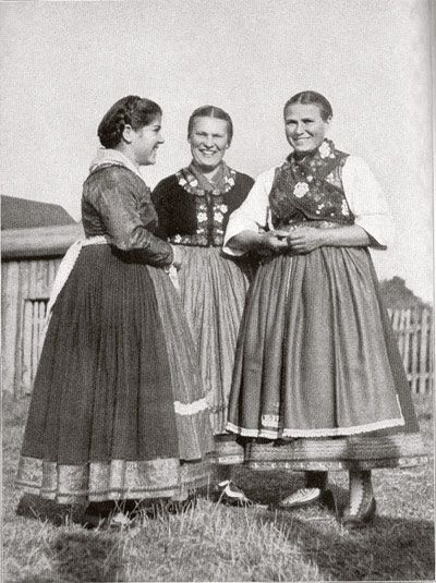 old photo, Women from Mardorf in old catholic Hessentracht, Hessen, Germany