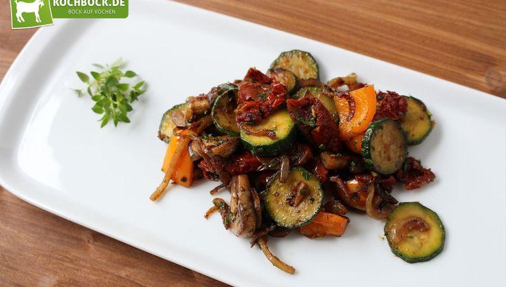Antipasto Misto - die klassische italienische Vorspeise mit frischen Kräutern alla KochBock.de!