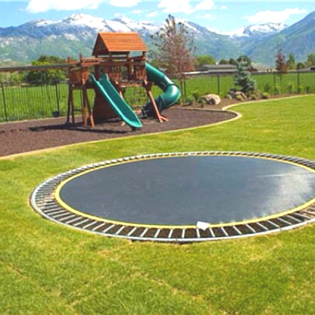 Built in trampoline spiel und spa pinterest for Gartengestaltung trampolin
