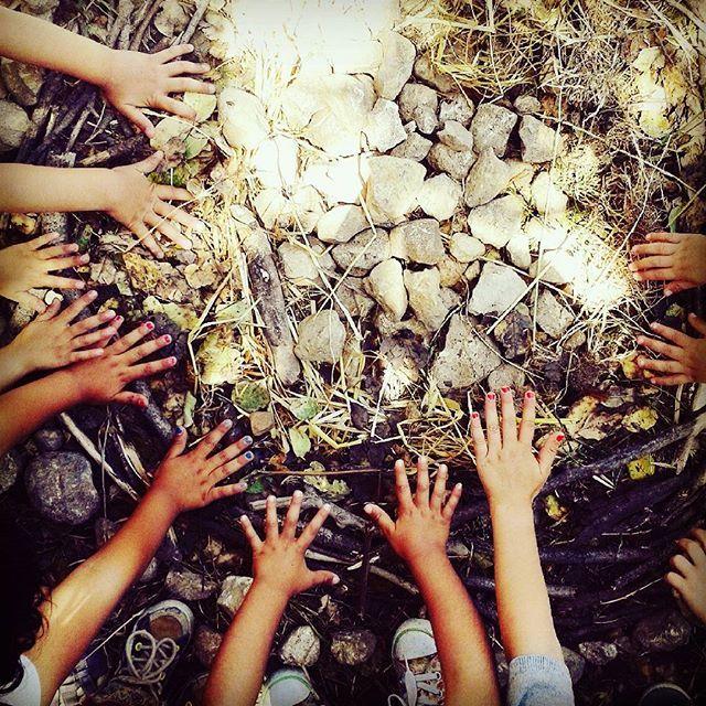 Mandala meditazione. Piccoli passi.  Piccole mani  #love #namaste #yogalove  #meditation #wisdom #health #yogakids #yogamom #yogagirl #motivation #igyoga #balance #yogalife #instayoga #inspiration #yogainspiration  #nature #asana #happy #vegan #peace #instagood  #life #om #lifestyle #iloveyoga #yogapractice  #beautiful #kids #children