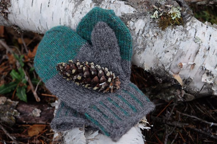 The Simple Mitts 2 colour work, handknit, FREE pattern, easy knit, handmade, DIY, Christmas gift, Handmade gifts, Mittens