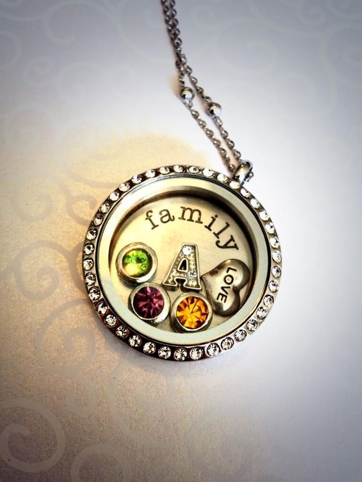 Gorgeous customised family V.Locket , add your initials, birthstones and many other choices from our wide range! Www.venuswithlove.co.uk  #jewellery #locket #personalised #family