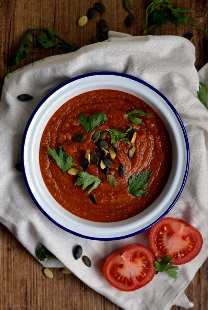 Krem pomidorowy (z soczewicą) / Tomato and red lentil soup.