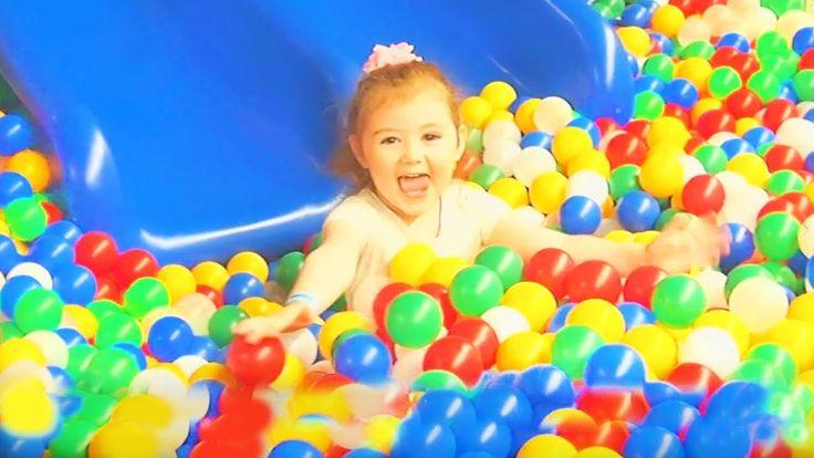 Веселимся на Супер Детской Площадке под Весёлые песенки Джони Джони да п...