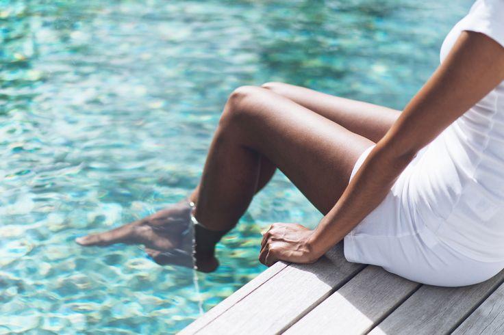 Gambe pesanti d'estate: cosa fare?Problemi di circolazione, ritenzione idrica, caviglie gonfie: ecco 10 rimedi naturali per migliorare