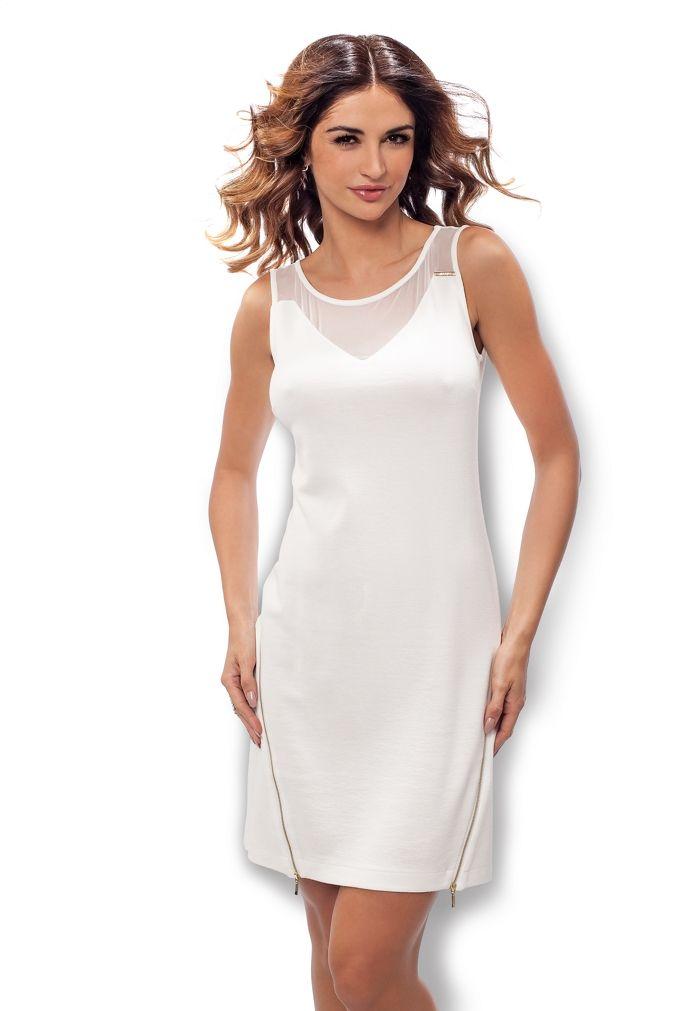 Biała sukienka z prześwitującymi elementami