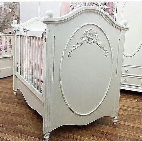 Tempat Tidur Bayi Ukiran Mewah Cat Duco