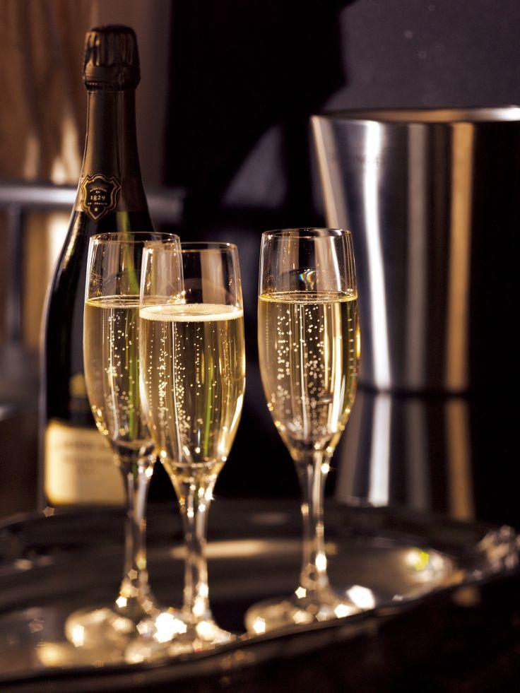 les 76 meilleures images du tableau une coupe de champagne sur pinterest boissons champagne. Black Bedroom Furniture Sets. Home Design Ideas
