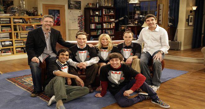 Il cast e il creatore dell'ormai celebre show televisivo The Big Bang Theory hanno deciso di creare un fondo da destinare all'UCLA (University of California) per delle borse di studio da dedicare ai nuovi studenti di scienze, tecnologia, ingegneria e matematica.