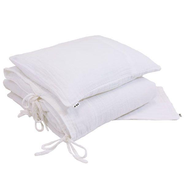 Commandez dès maintenant notre Parure de lit bébé, enfant, junior - blanc NUMERO 74. Parure de lit en gaze de coton doux. Housse de couette, taie d'oreiller et pochette enfant. Livraison soignée.