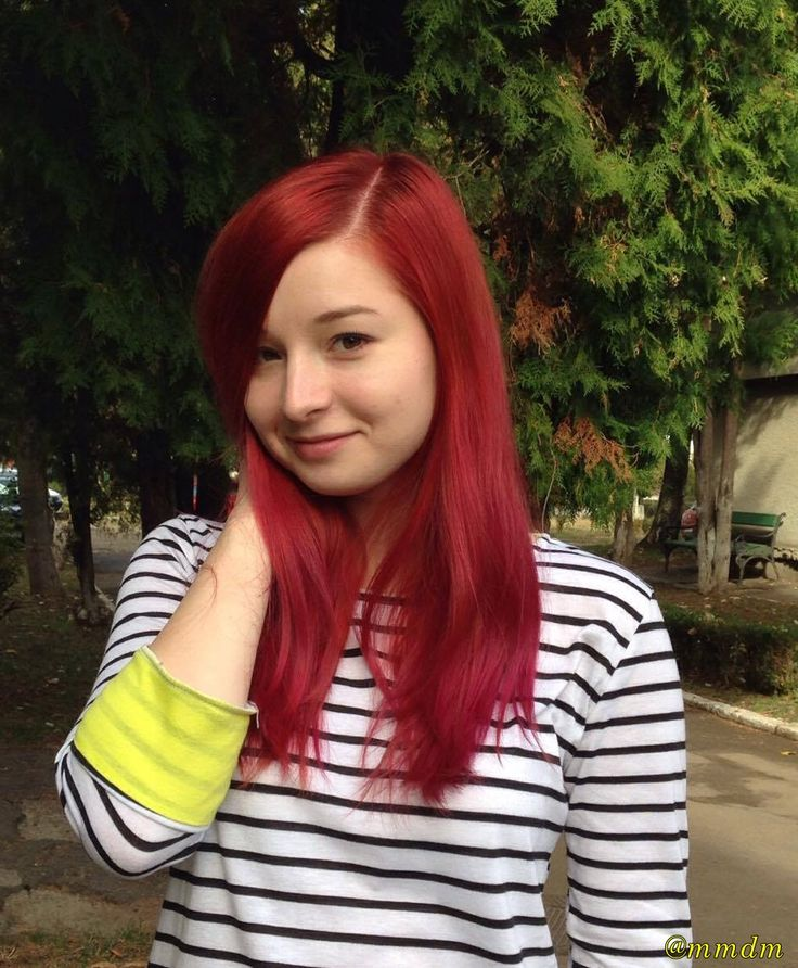 girl, smile, mmdm, stripes, stripe shirt, yellow, red, redhead, redhair, pale skin, nature, portrait