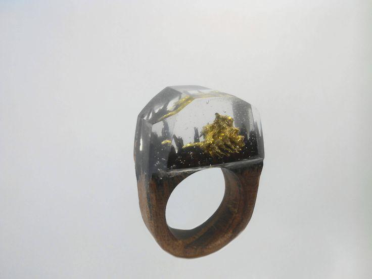 Anello di resina di legno (anello di resina di legno fatti a mano, legno gioielli, anello di legno segreto) di OleasterWorkShop su Etsy https://www.etsy.com/it/listing/530030561/anello-di-resina-di-legno-anello-di