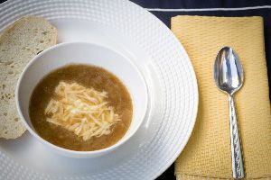 Get the same flavorful and hearty French Onion Soup, but from your slow cooker! Line your slow cooker with a Slow Cooker Liner to ensure those sweet, caramelized onions don't stick. Plus, there's no sticky mess to clean up when you are done!