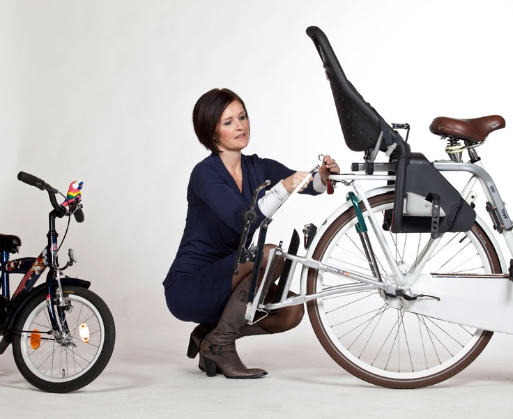 Eenvoudig te bevestigen of weer los te maken. Onderweg en te moe om verder te fietsen? Dan haak je het fietsje gewoon aan. Zonder gereedschap. www.followme-tandem.nl