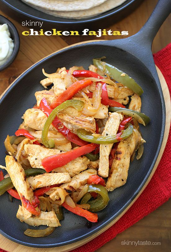 Skinny Chicken Fajitas - Lean strips of chicken breast, bell peppers and onions served sizzling hot with warm tortillas and shredded cheese. Any night can be an easy fiesta! #quick #Mexican #cleaneats #weightwatchers Swap the tortillas for lettuce leaves to make them #paleo