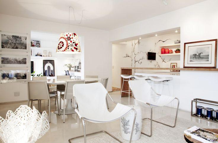 Living com ambientes integrados : Salas de jantar mediterrâneas por Helô Marques Associados