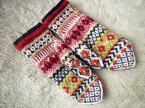 Ravelry: lacesockslupins' Ylva - ♥ Solveig Larsson's gift #mittenS:-)