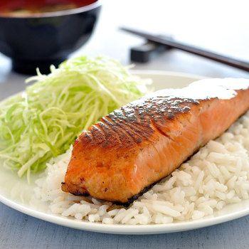おいしいくて健康に良い♪アレンジ豊富な「鮭」のレシピ集 | キナリノ 和風、洋風、中華、炊き込みご飯、パスタ、サラダなどアレンジ多彩な