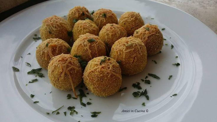 Splendide e sicuramente buonissime polpettine di zucca alla noce moscata con la crosticina di pecorino - Valeria Annabel - Amici in cucina