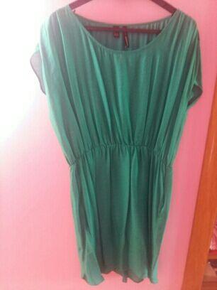 13€ Vestido mango color verde esmeralda,solo un uso.Tiene goma en la cintura,bolsillos y manga caida,largo por encima la rodilla.Pago por paypal,hago envios a cargo del comprador.
