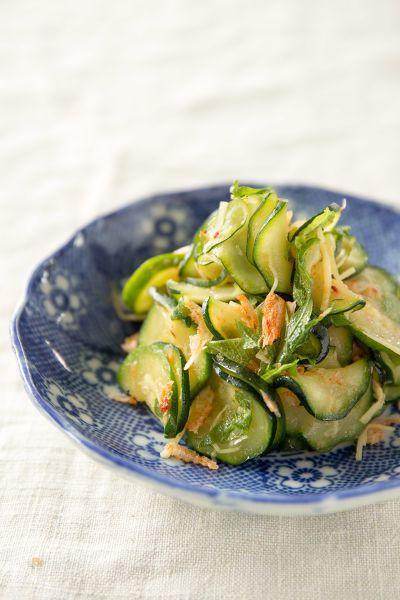 ズッキーニの食感、香ばしい桜海老と青じその香りがおいしいナムルです。