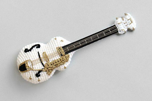 Gretsch white falcon in crochet. A fantastic guitar. Guitarra Gretsch hecha con ganchillo #amigurumi
