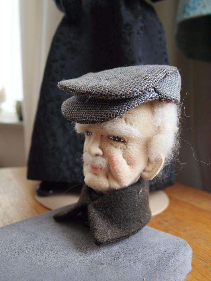 Oude mannen kop gemaakt van nylon kousen, door Fokje Tuinstra.