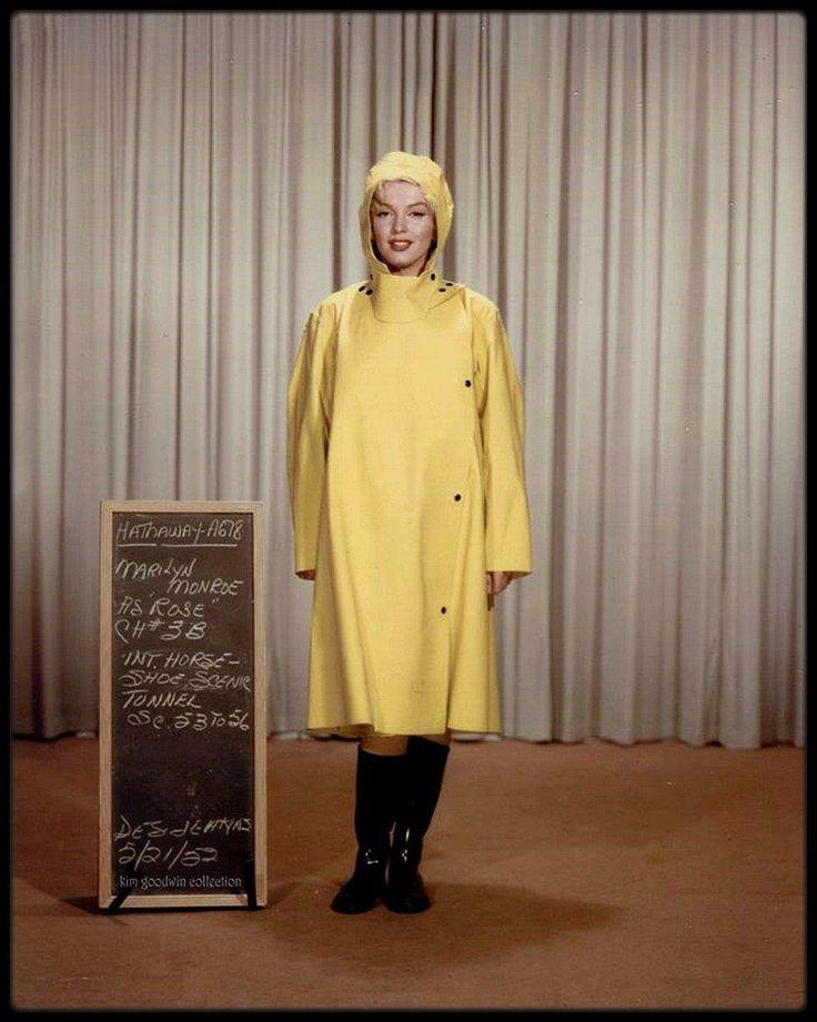 """1952 / """"A RAGING TORRENT OF EMOTION"""" : """"Niagara"""" ; Les chutes du Niagara/Marilyn : lors de la sortie du film, le parallèle entre la force tranquille et fascinante de la cascade et les courbes voluptueuses du corps de l'actrice n'échappa pas au studio, qui en fit son premier argument de vente. La Nature et la Femme, jalouses de leur domination sur l'Homme, font feu de tout bois pour imposer leur prééminence. HATHAWAY filme ainsi avec la même admiration hypnotique le déhanché de Marilyn qui…"""