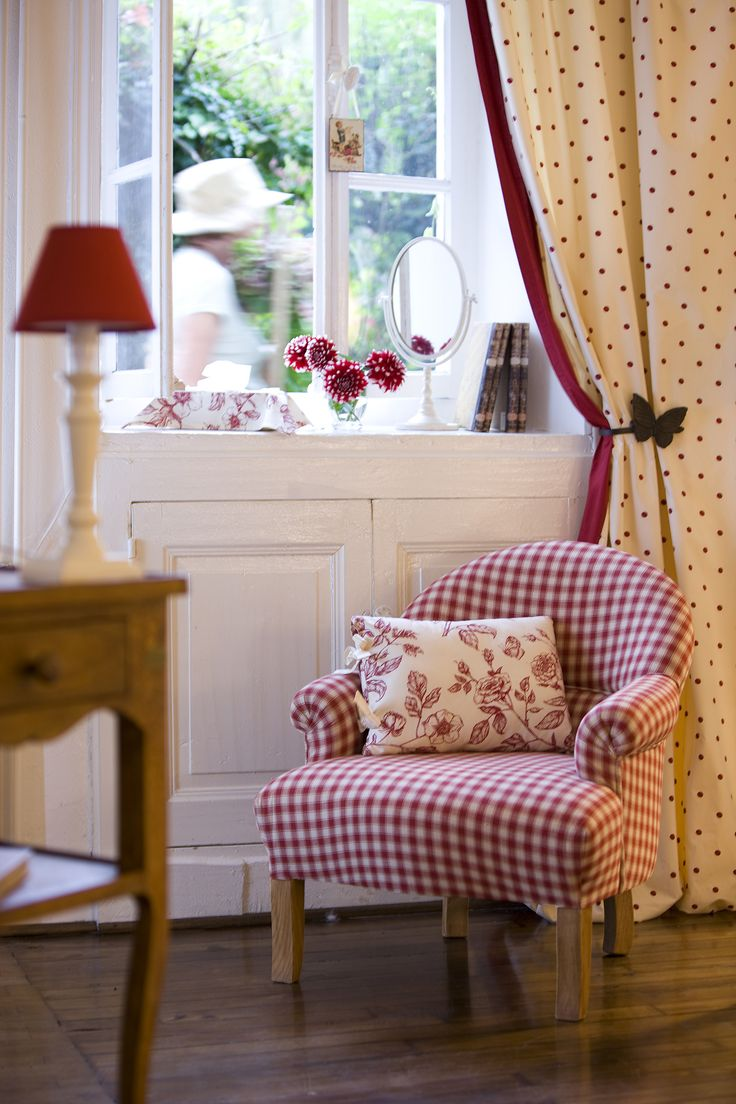 Red gingham curtains - Whimsical Raindrop Cottage Red Gingham Chair Would Go Perfect In My Living Room